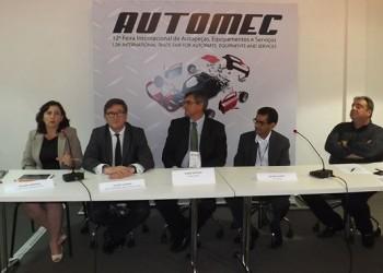Heloísa Monzani (TecAlliance), Claude Lotrian (TecAlliance), Pedro Ortolan (Mann+Hummel), Delfim Calixto (Bosch) e Antonio Fiola (Sindirepa Nacional)
