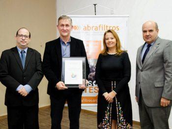 Entrega de certificado para empresas do programa Descarte Consciente Abrafiltros tem participação da Diretora-Presidente da CETESB
